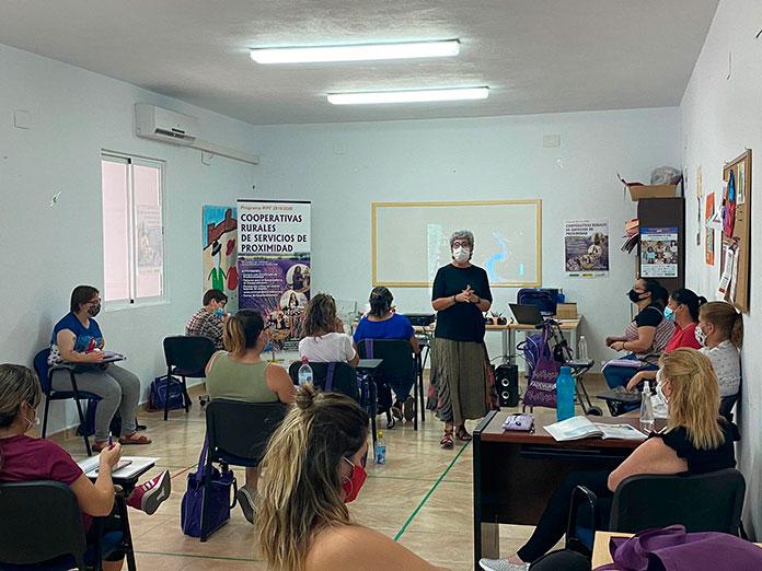 Más de cien mujeres participan en los talleres de formación de Fademur