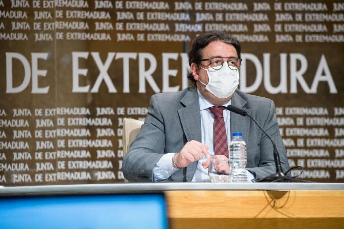 Vergeles afirma que Extremadura está aplanando la curva