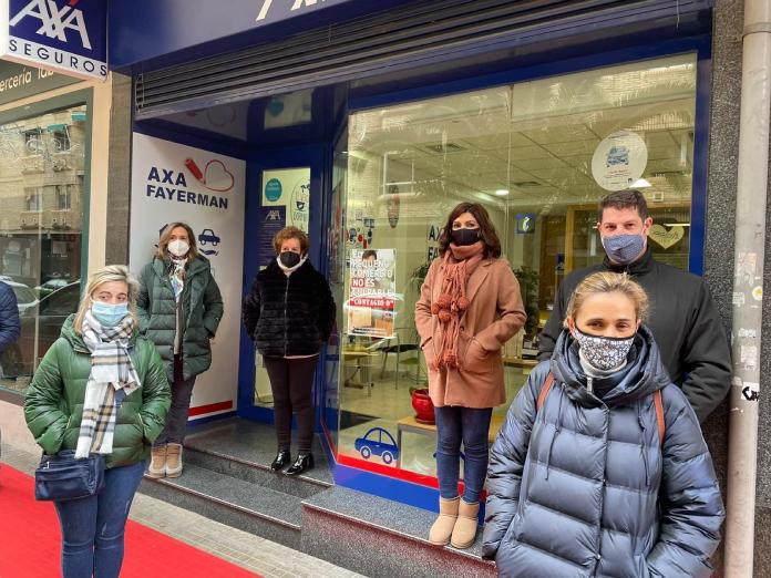 Protestas de la hostelería y el pequeño comercio ante la cierre de los negocios
