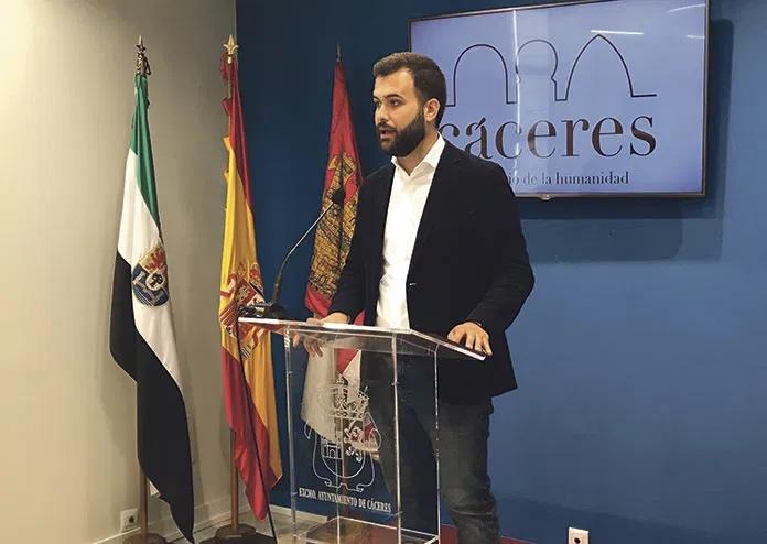 Luis Salaya insiste en que el cierre del comercio es para reducir la movilidad