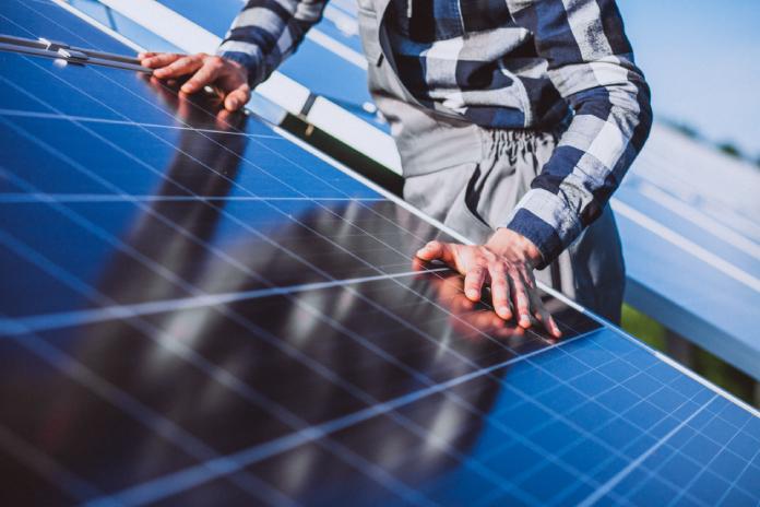 Cáceres promueve la formación para trabajar en las plantas fotovoltaicas