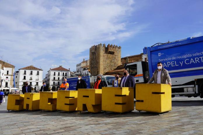 Cáceres obtiene una Pajarita azul por su contribución al reciclaje de papel