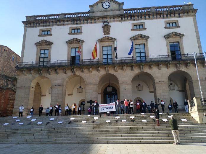 El sector hostelero protesta en el Ayuntamiento de Cáceres para pedir soluciones a sus pérdidas