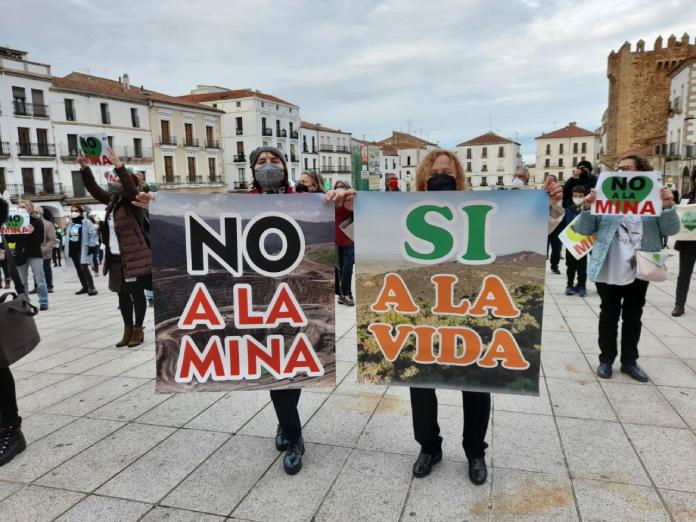 Salvemos la Montaña organiza una cadena humana para protestar contra la mina en Cáceres