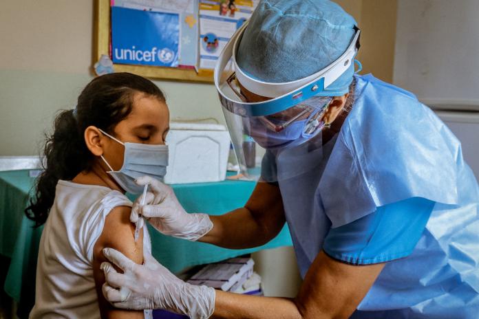 UNICEF firma un acuerdo de suministro para la vacuna contra la COVID-19 de Pfizer-BioNTech