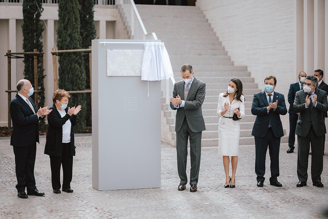 Los Reyes inauguran el Museo de Arte Contemporáneo Helga de Alvear