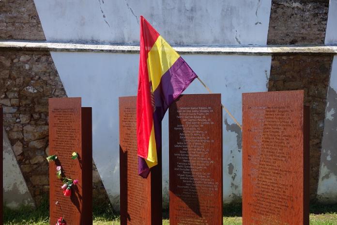 Amececa llevará flores al Memorial del cementerio en homenaje a las víctimas del Franquismo