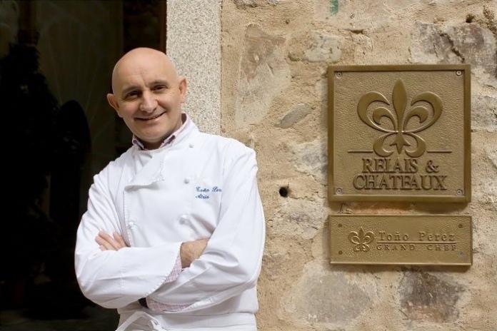 El chef Toño Pérez, de Atrio, recibe un premio de la Academia Internacional de Gastronomía