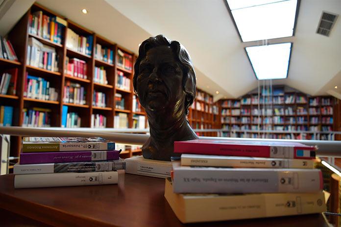 La Asamblea de Extremadura selecciona cien títulos de autoras por el Día de la Mujer