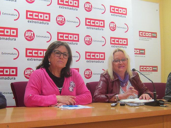 Concentración de UGT y CCOO para exigir la derogación de la reforma laboral en Badajoz