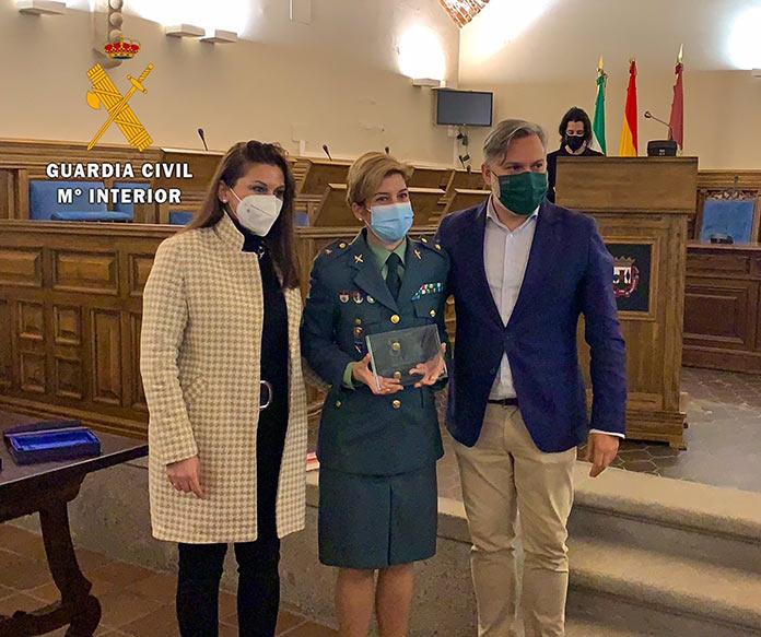 La comandante de la Guardia Civil María Jesús Pascual Ruiz, premio Mujer Extraordinaria 2021 de Plasencia