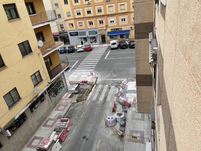 El Ayuntamiento mejora la accesibilidad de las calles de Cáceres.