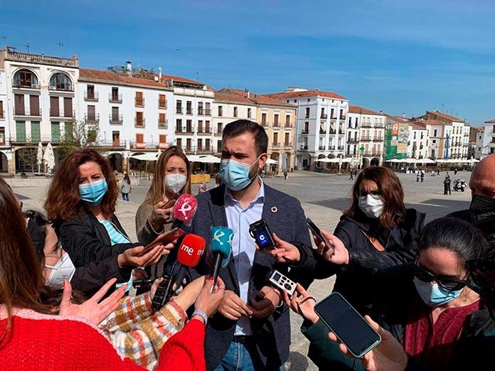 Salaya busca la conciliación entre PSOE y Unidas Podemos en la moción de la mina de litio