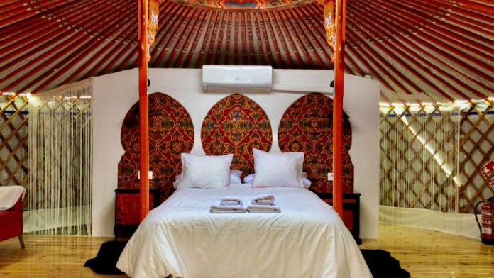 Casas del Castañar acoge el primer alojamiento singular basado en tiendas yurta