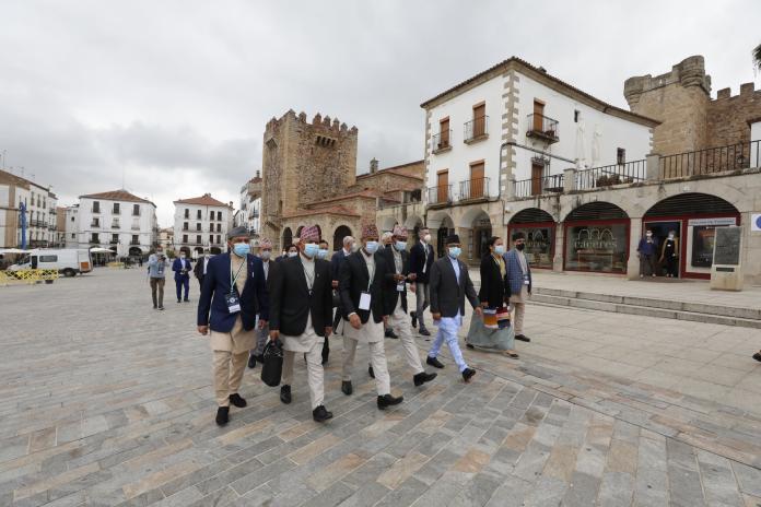 El Ayuntamiento de Cáceres considera que el centro budista está más cerca tras la visita de la delegación nepalí