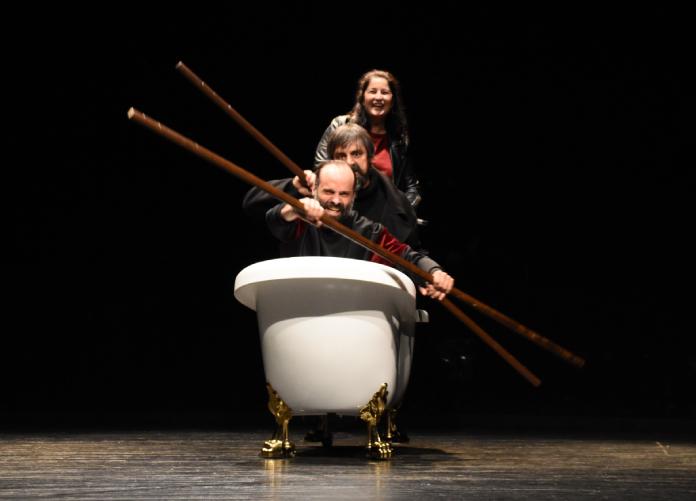 El humor negro de Conquistadores sube el telón del Gran Teatro de Cáceres