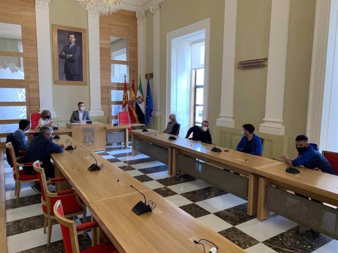 El Ayuntamiento apoya al CP Cacereño y al CD Diocesano en la fase de ascenso