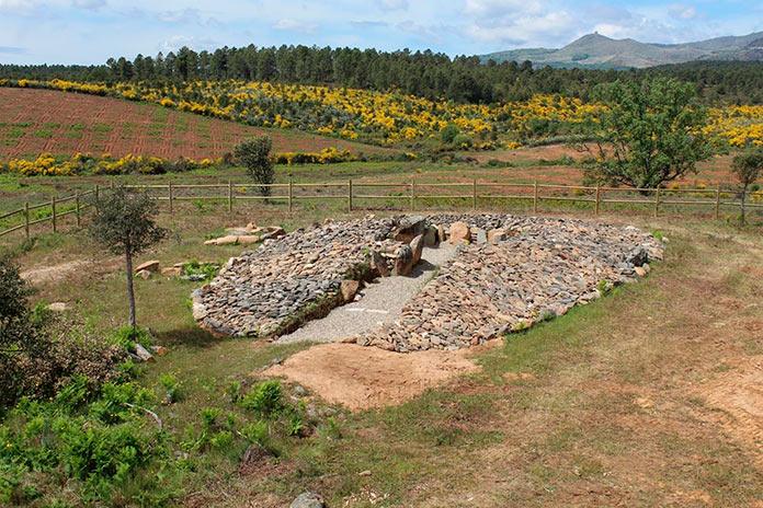El dolmen de Pradocastaño, en Hernán Pérez, ya se puede visitar