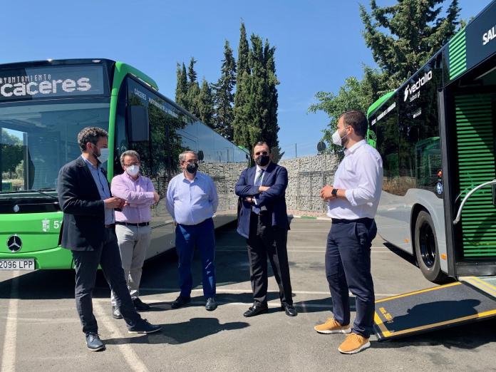 Los nuevos itinerarios del autobús urbano comenzarán el 1 de julio de Cáceres