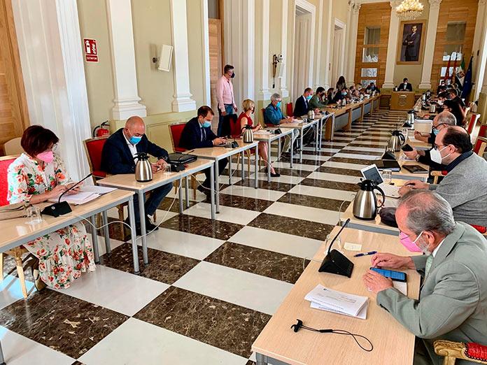 El Ayuntamiento de Cáceres pide a la Junta blindar la protección de la Sierra de la Mosca