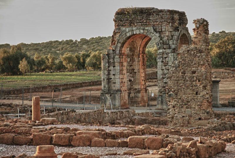 Cáparra y el castillo de Montemolín se rehabilitarán con fondos del Plan Nacional del Xacobeo 2021/22