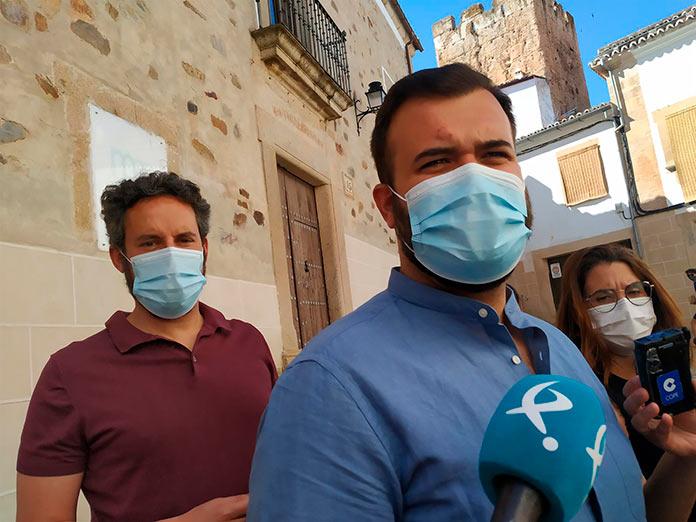 Aumenta la incidencia en Cáceres por tres brotes relacionados con fiestas de jóvenes