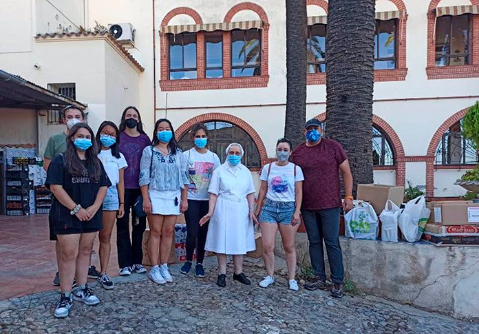 Juventud Estudiante Católica entrega dos furgonetas llenas de alimentos a las Hijas de la Caridad