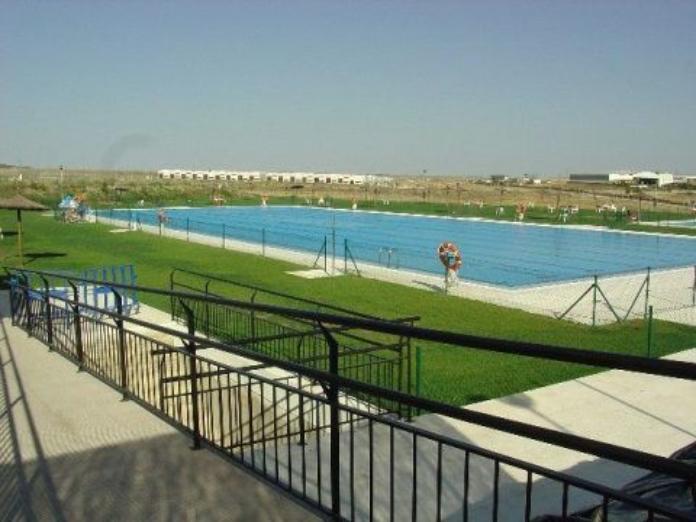 Cáceres cierra las piscinas municipales por la alerta amarilla en vientos