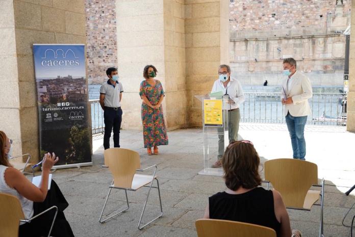 Cáceres cuida a sus turistas con crema solar