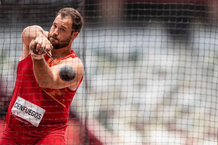 Javier Cienfuegos no consigue diploma olímpico en la final de martillo