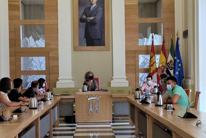 Las escuelas deportivas municipales de Cáceres incluirán ajedrez y tiro con arco