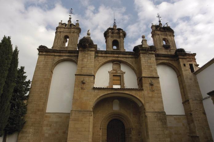 Sale a licitación la rehabilitación de la fachada y cubierta del complejo San Francisco de Cáceres