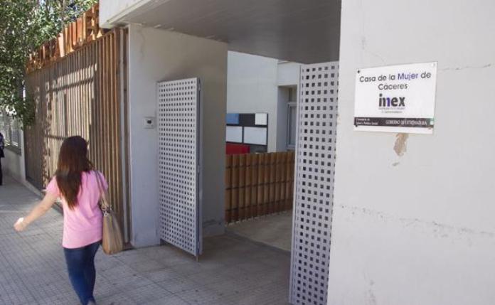 Quince víctimas de violencia de género y 27 menores participan en el Respiro del IMEX