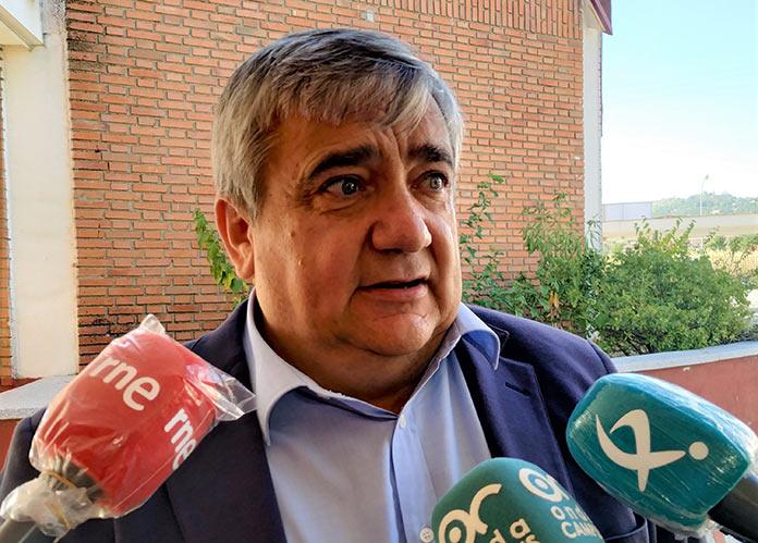 El rector de la UEx sentencia que no usar mascarilla en clase supone la expulsión del alumno