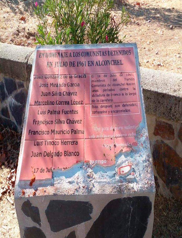 Destruyen el monolito en homenaje a los represaliados comunistas de Alconchel