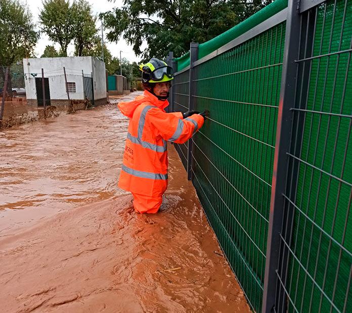 Varias carreteras cortadas en Badajoz debido al temporal de lluvias