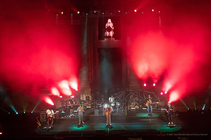 Robe Iniesta llena el Teatro Romano en la presentación de Mayéutica