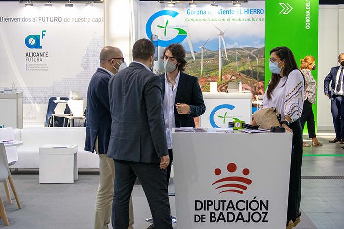 La Diputación de Badajoz presenta su red de puntos de recarga para vehículos eléctricos en el Foro Greencities Málaga
